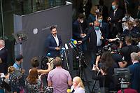 DEU, Deutschland, Germany, Berlin, 29.07.2020: Deutscher Bundestag, Sondersitzung des Finanzausschusses zum Skandal bei der Wirecard AG.  Fabio De Masi, finanzpolitischer Sprecher der Bundestagsfraktion von Die Linke, bei einem Pressestatement.