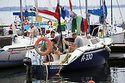 Giżycko, 2007-08-06. Jachty w porcie w Giżycku na jeziorze Niegocin