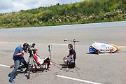 Teammanager Toine Hooijen wordt geinterviewd door Discovery. In Ysselsteyn test het HPT de nieuwe fiets op de Raceway baan met hun vrouwelijke rijder Christien Veelenturf. In september wil het Human Power Team Delft en Amsterdam, dat bestaat uit studenten van de TU Delft en de VU Amsterdam, een poging doen het wereldrecord snelfietsen te verbreken, dat nu op 133 km/h staat tijdens de World Human Powered Speed Challenge.<br /> <br /> In Ysselsetyn the HPT is testing their new bike. With the special recumbent bike the Human Power Team Delft and Amsterdam, consisting of students of the TU Delft and the VU Amsterdam, also wants to set a new world record cycling in September at the World Human Powered Speed Challenge. The current speed record is 133 km/h.