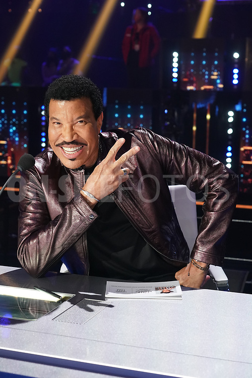 """AMERICAN IDOL – """"414 (Oscar Nominated Songs)"""" – The top 12 contestants perform Oscar®-nominated songs in hopes of securing America's vote into the top nine on an all-new episode of """"American Idol,"""" airing live coast-to-coast on SUNDAY, APRIL 18 (8:00-10:00 p.m. EDT), on ABC. (ABC/Eric McCandless)<br /> LIONEL RICHIE"""