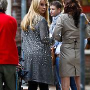 NLD/Hilversum/20101002 - Opname bij school in Hilversum van de Goische Vrouwen film, Linda de Mol