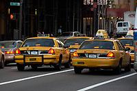 21 NOV 2003, NEW YORK/USA:<br /> Yellow Cab Taxis auf den Strassen von Manhatten, New York<br /> IMAGE: 20031121-02-018<br /> KEYWORDS: Taxi, Strasse