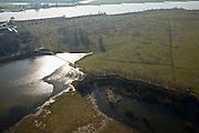 Nederland, Utrecht, Rhenen, 11-02-2008; Blauwe Kamer, nieuwe natuur aan de Neder-Rijn:het rivieroeverreservaat is ontstaan door het afgraven van de zomerdijk met als gevolg dat het natuurgebied regelmatig overstroomt; er ontwikkelen zich moerassen en ooibos (wilgen), Galloway runderen en Koniks paarden zorgen voor de begrazing; onderdeel van 'het Utrechts Landschap', natuurreservaat, rivieroeverreservaat, natuurpark..luchtfoto (toeslag); aerial photo (additional fee required); .foto Siebe Swart / photo Siebe Swart