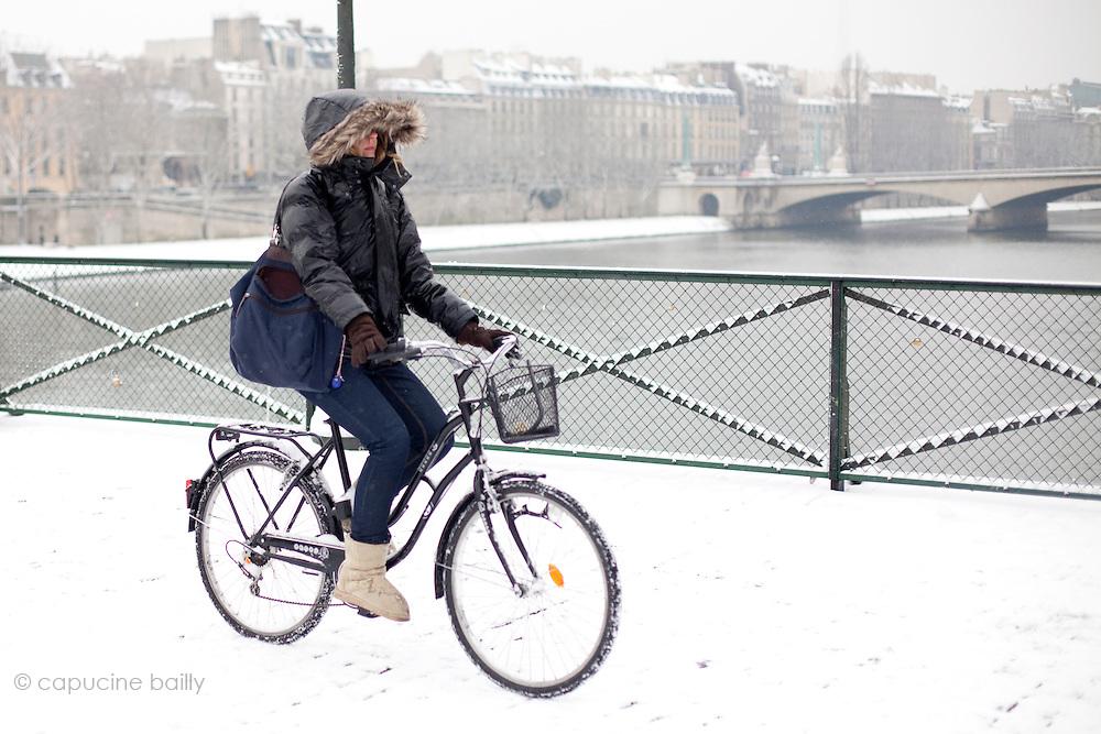 Paris, France. December 17th 2009..Pont des Arts