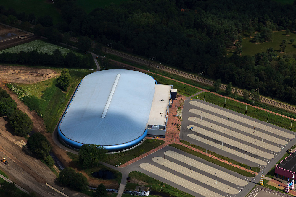 Nederland, Overijssel, Enschede, 30-06-2011; IJsbaan Twente, kunstijsbaan met volledig overdekte (indoor) 400-meterbaan .Roof of indoor ice rink of Enschede. luchtfoto (toeslag), aerial photo (additional fee required).copyright foto/photo Siebe Swart