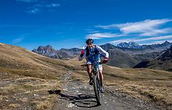 15-09-2017 ITA: BvdGF Tour du Mont Blanc day 6, Courmayeur <br /> We starten met een dalende tendens waarbij veel uitdagende paden worden verreden. Om op het dak van deze Tour te komen, de Grand Col Ferret 2537 m., staat ons een pittige klim (lopend) te wachten. Na een welverdiende afdaling bereiken we het Italiaanse bergstadje Courmayeur. Javi
