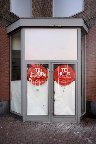 Nederland, Nijmegen, 18-12-2019 Winkelruimte te huur. Winkel, Winkelen, winkelgebied, winkelhuur, winkelier, winkelketen, winkelketens, winkelpand, winkelpanden, winkelpersoneel, winkelpubliek, winkelruimte, winkels, winkelsluiting, winkelsluitingswet, winkelstad, winkelstraat, winkeltijden, winkeltijdenwet, bedrijf,zaak,zakelijke,zakelijk,winkelbedrijf,bedrijfsruimte  .Foto: Flip Franssen