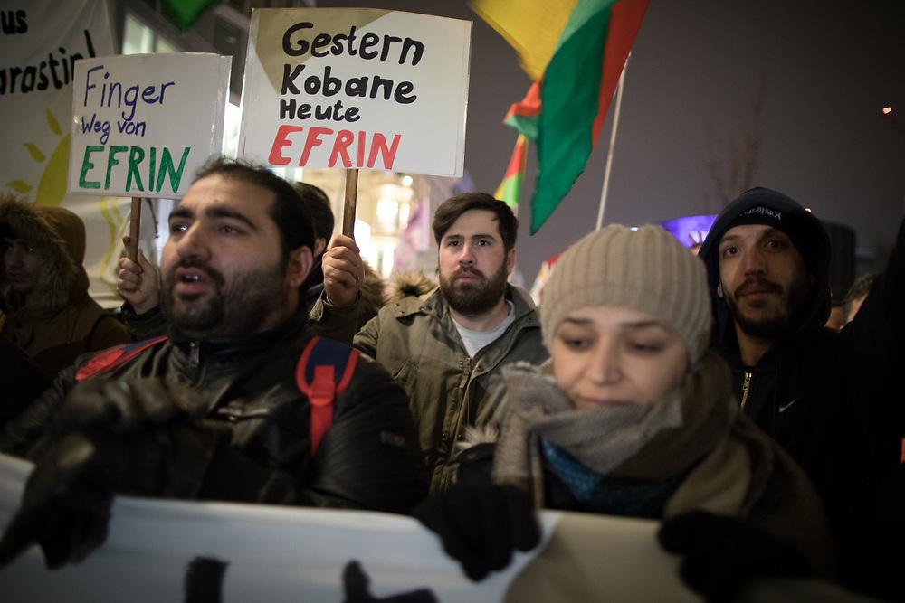 Über 100 Menschen demonstrieren vor dem UN Büro in Berlin gegen die Angriffe des türkischen Militärs auf die syrische Stadt Afrin. Die Türkei geht militärisch gegen die kurdischen Militaereinheiten JPG und YPJ vor, welche mit Unterstütung der USA gegen die islamistischen Terroristen des sogenannten Islamischen Staat vorgehen. Demonstrant Mit Schild: Gestern Kobane heute Efrin.<br /> <br /> [© Christian Mang - Veroeffentlichung nur gg. Honorar (zzgl. MwSt.), Urhebervermerk und Beleg. Nur für redaktionelle Nutzung - Publication only with licence fee payment, copyright notice and voucher copy. For editorial use only - No model release. No property release. Kontakt: mail@christianmang.com.]