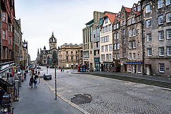 Edinburgh, Scotland, UK. 17 October 2020. Saturday afternoon in Edinburgh city centre during 16 day short circuit lockdown and bars are closed but cafes remain open. Streets in the Old town are very quiet and reminiscent of the eerie emptiness seen during the full lockdown earlier this year. Lawnmarket on Royal Mile is almost deserted of people. Iain Masterton/Alamy Live News