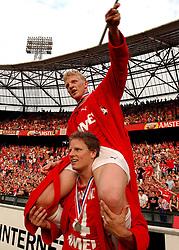 01-06-2003 NED: Amstelcup finale FC Utrecht - Feyenoord, Rotterdam<br /> FC Utrecht pakt de beker door Feyenoord met 4-1 te verslaan / Dirk Kuyt, Patrick Zwaamswijk