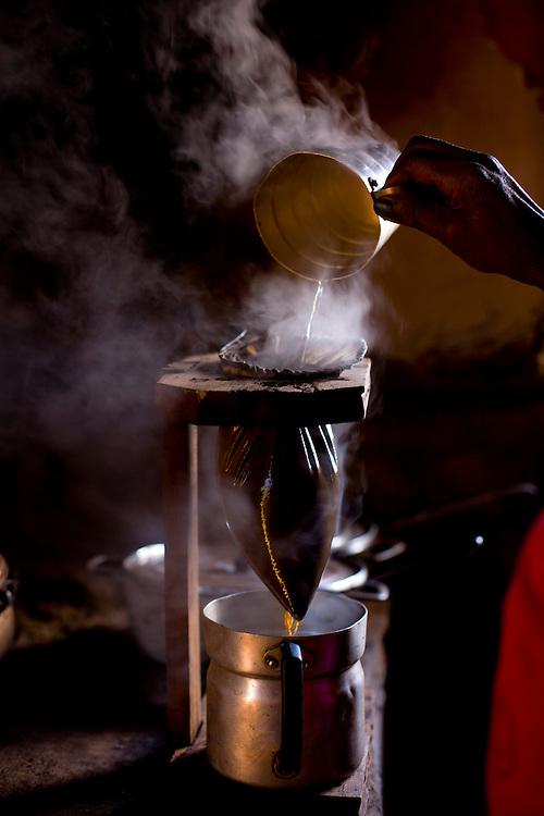 Diamantina_MG, 09 de Agosto de 2007...Dona de casa preparando cafe em Diamantina, Minas Gerais...A housewife preparing coffee in Diamantina, Minas Gerais...Foto: LEO DRUMOND / NITRO