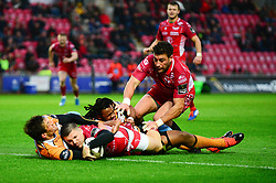 Steff Hughes of Scarlets scores a try - Mandatory by-line: Dougie Allward/JMP - 02/11/2019 - RUGBY - Parc y Scarlets - Llanelli, Wales - Scarlets v Toyota Cheetahs - Guinness PRO14