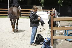 Al Kaheel Weldon d'05 and Groom<br /> CHIO Rotterdam 2008<br /> Photo © Hippo Foto