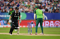 Cricket - 2019 ICC Cricket World Cup - Group Stage: New Zealand vs. South Africa<br /> <br /> South Africa's David Miller misses a clear run out opportunity on New Zealand's Kane Williamson, taking the bails off with his leg, at Edgbaston, Birmingham.<br /> <br /> COLORSPORT/ASHLEY WESTERN