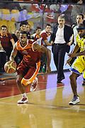 DESCRIZIONE : Roma Lega A 2011-2012 Acea Roma Fabi Shoes Montegranaro<br /> GIOCATORE : Clay Tucker<br /> CATEGORIA : palleggio contropiede<br /> SQUADRA : Acea Roma<br /> EVENTO : Campionato Lega A 2011-2012<br /> GARA : Acea Roma Fabi Shoes Montegranaro<br /> DATA : 08/02/2012<br /> SPORT : Pallacanestro<br /> AUTORE : Agenzia Ciamillo-Castoria/GiulioCiamillo<br /> GALLERIA : Lega Basket A 2011-2012<br /> FOTONOTIZIA : Roma Lega A 2011-2012 Acea Roma Fabi Shoes Montegranaro<br /> PREDEFINITA :