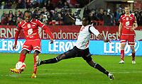 Fotball<br /> 16. Mai 2012<br /> Tippeligaen<br /> Brann Stadion<br /> Brann v Sognal 5 - 0<br /> Amin Askar(L) og Christian Kalvenes (R) , Brann<br /> Ahyee Aye Elvis (M) , Sogndal<br /> Foto : Astrid M. Nordhaug