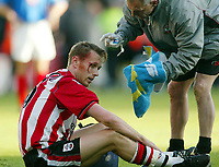 Photograph: Scott Heavey.<br />Southampton v Portsmouth. FA Barclaycard Premiership. 21/12/2003.<br />Brett Ormerod takes a blow to the head from Hayden Foxe