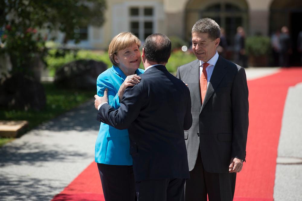 07 JUN 2015, ELMAU/GERMANY:<br /> Angela Merkel, CDU, Bundeskanzlerin, Francois Hollande, Praesident Frankreich, Joachim Sauer, Ehemann von Angela Merkel (v.L.n.R.), waehrend der Begruessung der anreisenden Regierungschefs und deren Ehepartner, G7-Gipfel vor Schloss Elmau bei Garmisch-Patenkirchen<br /> IMAGE: 20150607-01-028<br /> KEYWORDS: G7 Summit