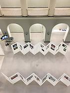 Haus der Wirtschaftsförderung<br /> 7.-20 Oktober. Vahrenwalder Straße 7 30165 Hannover<br /> Öffnungszeiten Montag bis Freitag in der Zeit zwischen 8.30 und 17.00                             Die  Ausstellung Wanderarbeit - Gesichter einer neuen Arbeiterklasse liefert Einblicke in die Lebenswelt von Arbeitsmigrantinnen und -migranten. Sie vermittelt anhand von sechs sehr unterschiedlichen Reportage- und Portraitserien ein eindringliches Bild ihrer Schicksale, Motive und Hoffnungen. Die Fotografien zeigen mit Cargonauten (Oliver Tjaden) den Alltag auf Containerschiffen, mit Mingong - Die Suche nach dem Glück von Wolfgang Müller die unterschiedlichen Formen der Wanderarbeit in China, Zugvögel von Ingar Krauss porträtiert polnische Erntehelfer in Deutschland und New Pott - Neue Heimat im Revier von Mischa Kuball gewährt einen Einblick in das private Umfeld von Arbeitsmigrantinnen und Arbeitsmigranten im Ruhrgebiet. Land ohne Eltern von Andrea Diefenbach zeigt das Leben von moldawischen Kindern, deren Eltern sich im Ausland befinden, um Geld zu verdienen, sowie Zwischen den Welten von Mauricio Bustamante, einer Videoinstallation über das Schattendasein bulgarischer Hilfsarbeiter in der Bundesrepublik.  http://www.aulnrw.de/wanderarbeit/