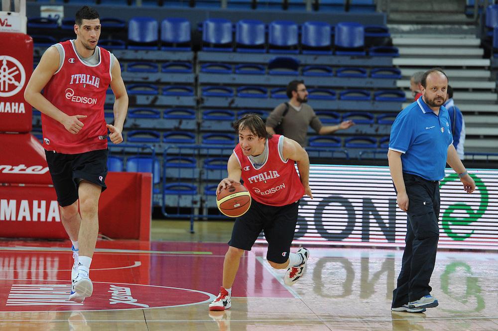 DESCRIZIONE : Pesaro allenamento All star game 2012 <br /> GIOCATORE : Gino Cuccarolo Giuseppe Poeta Capobianco<br /> CATEGORIA : equilibrio<br /> SQUADRA : Italia<br /> EVENTO : All star game 2012<br /> GARA : allenamento Italia<br /> DATA : 09/03/2012<br /> SPORT : Pallacanestro <br /> AUTORE : Agenzia Ciamillo-Castoria/GiulioCiamillo<br /> Galleria : Campionato di basket 2011-2012<br /> Fotonotizia : Pesaro Campionato di Basket 2011-12 allenamento All star game 2012<br /> Predefinita :