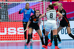 Merel Freriks of Netherlands in action during the Women's EHF Euro 2020 match between Netherlands and Hungry at Sydbank Arena on december 08, 2020 in Kolding, Denmark (Photo by RHF Agency/Ronald Hoogendoorn)