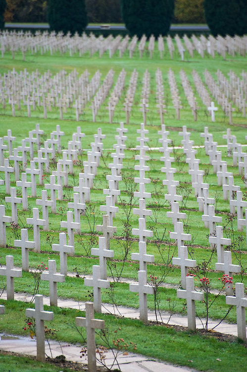 Endless crosses at the cemetery outside the Douaumont ossuary (L'ossuaire de Douaumont) built in 1932 is a memorial containing the remains of soldiers who died at the battle of Verdun (21 February 1916 – 19 December 1916) During the battle 230.000 man died.  Ossuaire de Verdun, Verdun, Meuse, France