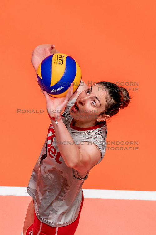 28-05-2019 NED: Volleyball Nations League Bulgaria - Poland, Apeldoorn<br /> <br /> Lora Kitipova #7 of Bulgaria