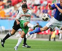 Fotball, 16. juni 2005, <br /> Conferderations Cup Japan - Mexico <br /> Tor 1:1 SINHA , rechts Akira KAJI Japan<br />  Norway only