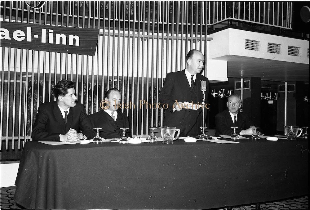 30/03/1963<br /> 03/30/1963<br /> 30 March 1963<br /> Gael - Linn Annual Debating Competition  for Secondary Schools awards presented at the Shelbourne Hotel, Dublin. Pictured (l-r): Aongus O'hEochaidh (Board Gael-Linn); Domhnall O'Morain, (Chairman Gael-Linn); Dr. P. Hillery (Minister for Education) and Proinnsias Mac a'Bheatha (Stiurthoir Inniu).
