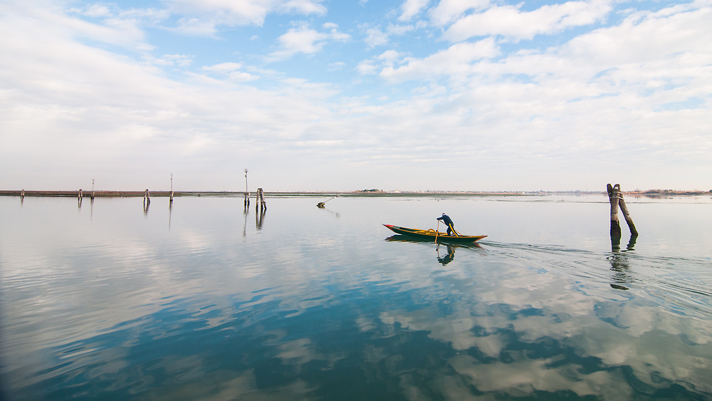 Photography: Color, Digital on Aluminium, Canvas, Forex or photographic paper.<br /> <br /> Rowing in the Venetian lagoon!<br /> <br /> PRICE: 150,00 €<br /> Shipping included<br /> 7 day money-back guarantee<br /> <br /> <br /> <br /> Styles:<br /> <br /> Fine Art<br /> Minimalism