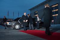 16 JAN 2009, BERLIN/GERMANY:<br /> Wladimir Putin (L), Ministerpraesident Russland, und Angela Merkel (R), Bundeskanzlerin, Empfang mit militaerischen Ehren, Ehrenhof, Bundeskanzleramt<br /> IMAGE: 20090116-01-004<br /> KEYWORDS: Vladimir Putin