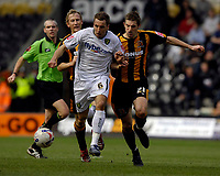 Photo: Jed Wee/Sportsbeat Images.<br /> Hull City v Norwich City. Coca Cola Championship. 06/04/2007.<br /> <br /> Norwich's Darren Huckerby (L) and Hull's Sam Ricketts challenge for the ball.