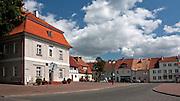 Srokowo, 2009-08-09. Rynek w Srokowie, wsi położonej w województwie warmińsko-mazurskim