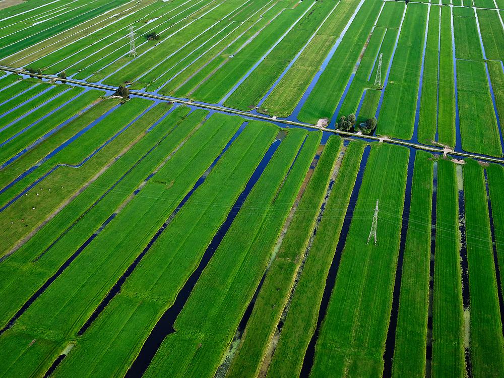 Nederland, Zuid-Holland, Ouderkerk aan de IJssel, 14-09-2019; Zicht op veenweidegebied van de Krimpenerwaard, Tienweg-Oost. Strokenverkaveling met hoogspanningsmasten in de polders tussen Ouderkerk en Stolwijk.<br /> View on peat meadow polders west of Stolwijk, South Holland.<br /> <br /> luchtfoto (toeslag op standard tarieven);<br /> aerial photo (additional fee required);<br /> copyright foto/photo Siebe Swart