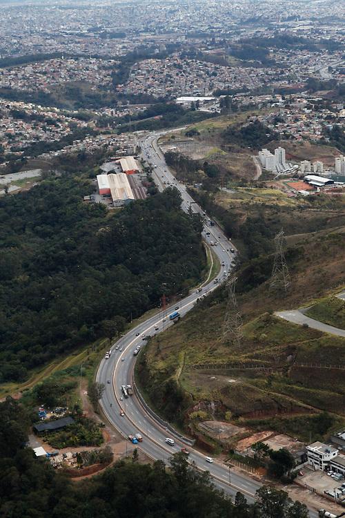 Belo Horizonte_MG, Brasil.<br /> <br /> Rodovia BR 356 em Belo Horizonte, Minas Gerais.<br /> <br /> The righway BR 356 in Belo Horizonte, Minas Gerais.<br /> <br /> Foto: JOAO MARCOS ROSA / NITRO