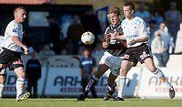 Fotball - 16. mai 2002, Skien. Odd Grenland - Sogndal 4-2. Håvard Flo, Sogndal mot Ronny Deila, Odd. Til venstre: Christian Flindt Bjerg, Odd.<br /> <br /> Foto: Andreas Fadum, Digitalsport