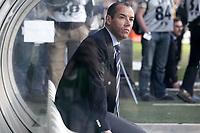 Fotball<br /> Frankrike 2004/2005<br /> Foto: Dppi/Digitalsport<br /> NORWAY ONLY<br /> <br /> FOOTBALL - FRENCH CHAMPIONSHIP 2004/2005 - OLYMPIQUE LYON v AC AJACCIO - 08/05/2005 - PAUL LE GUEN (LYON COACH) IN GERLAND STADIUM
