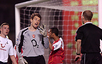 Fotball<br /> England 2004/2005<br /> Foto: SBI/Digitalsport<br /> NORWAY ONLY<br /> <br /> Arsenal v Tottenham Hotspurs<br /> Barclays Premiership. 25/04/2005<br /> <br /> Jens Lehmann discusses an altercation with Mike Riley