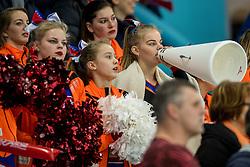 11-12-2016 NED: ISU World Cup Speed Skating, Heerenveen<br /> Support, Oranje publiek jeugd