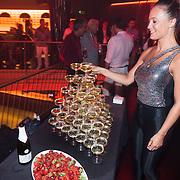 ESP/Ibiza/20130707 - Opening club Eden Ibiza, champagne en aardbeiden