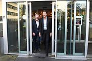 Premier Mark Rutte krijgt van Dries Roelvink een bos bloemen voor zijin verjaardag op valentijnsdag na een bezoek aan het rijksmonumentale studiocomplex Muziekcentrum van de Omroep (MCO).