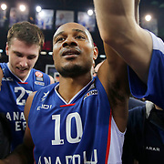 Anadolu Efes's Dontaye Draper celebrate victory during their Turkish Airlines Euroleague Basketball PlayOffs Round 3 match Anadolu Efes between Real Madrid at Abdi ipekci arena in Istanbul, Turkey, Tuesday April 21, 2015. Photo by Aykut AKICI/TURKPIX