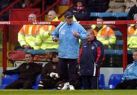 Photo: Olly Greenwood.<br />Crystal Palace v Crewe Alexander. Coca Cola Championship. 15/04/2006. Crewe manager Dario Gradi