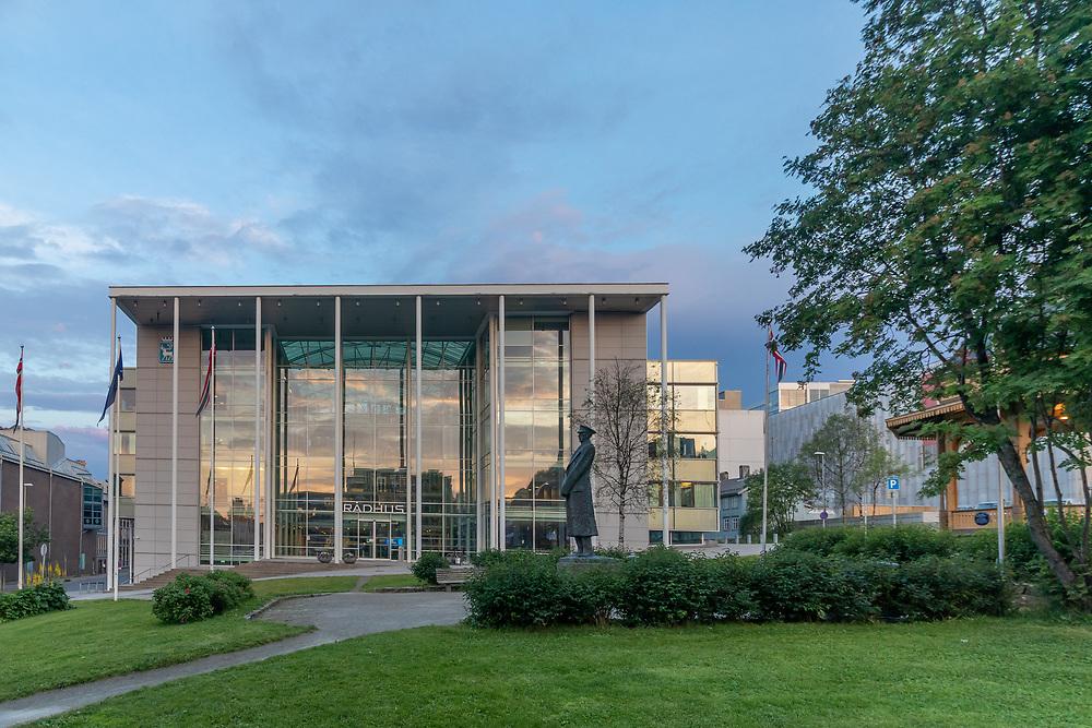 Rådhuset i Tromsø sett fra rådhusplassen.