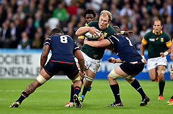Schalk Burger of South Africa takes on the USA defence - Mandatory byline: Patrick Khachfe/JMP - 07966 386802 - 07/10/2015 - RUGBY UNION - The Stadium, Queen Elizabeth Olympic Park - London, England - South Africa v USA - Rugby World Cup 2015 Pool B.