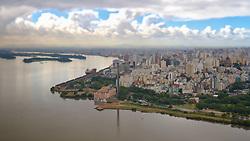 """A Usina do Gasômetro (1928), ou simplesmente Gasômetro, é uma antiga usina brasileira de geração de energia de Porto Alegre, capital do Rio Grande do Sul. Apesar do nome, era na realidade uma usina movida a carvão - o tal """"Gasômetro"""" fazia referência à área onde hoje está a Usina, chamada de Volta do Gasômetro. FOTO: Jefferson Bernardes/Preview.com"""