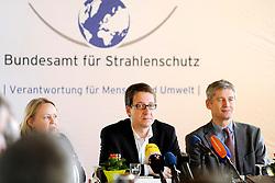 Pressekonferenz von Niedersachens Umweltminister Stefan Birkner (FDP) anlässlich seines Besuchs im Zwischenlager Gorleben. Im Bild (von links): Umweltminister Stefan Birkner (FDP) und der Präsident des Amts für Strahlenschutz (BfS) Wolfram König (Grüne) <br /> <br /> Ort: Gorleben<br /> Copyright: Annett Melzer<br /> Quelle: PubliXviewinG