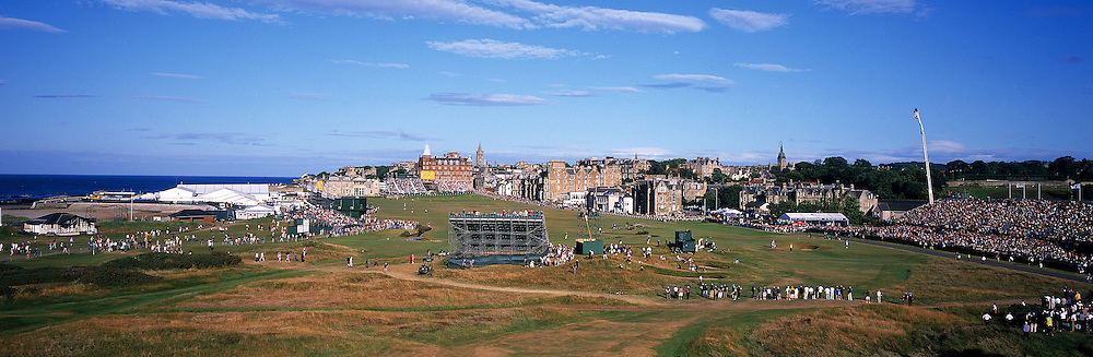 Panoramic Time Lapse feature of  St.Andrews,Old Course, St Andrews,Fife,Scotland. Picture 3,The Open Championship 17th par 4 ' Road Hole',third round with Tiger WOODS (USA).