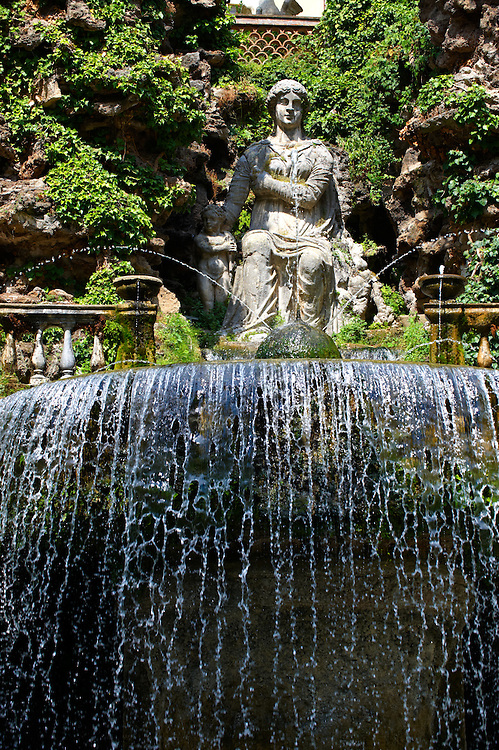 The oval fountain, with the statue of Sybil La Albunesca and her son by Gillis van den Vliete, 1568. Villa d'Este, Tivoli, Italy - Unesco World Heritage Site. .<br /> <br /> Visit our ITALY PHOTO COLLECTION for more   photos of Italy to download or buy as prints https://funkystock.photoshelter.com/gallery-collection/2b-Pictures-Images-of-Italy-Photos-of-Italian-Historic-Landmark-Sites/C0000qxA2zGFjd_k<br /> If you prefer to buy from our ALAMY PHOTO LIBRARY  Collection visit : https://www.alamy.com/portfolio/paul-williams-funkystock/villa-este-tivoli.html