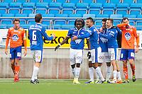 Treningskamp fotball 2014: Molde - Aalesund.  Aalesunds Jonatan Tollås Nation (t.v.) og Sakari Mattila (t.h.) depper mens Moldespillerne feirer 1-0 i treningskampen mellom Molde og Aalesund på Aker stadion.